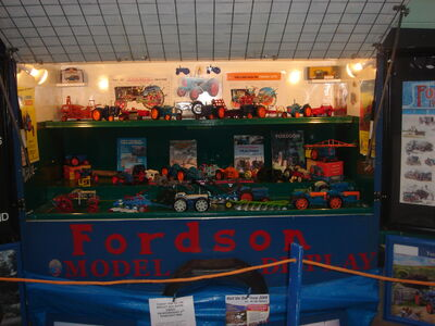 Fordson themed Model display - bath - DSC01606