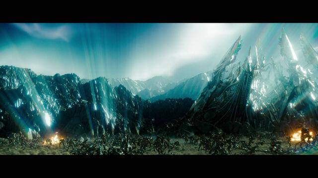File:Rotf-sevenprimes-film-sc2052.jpg