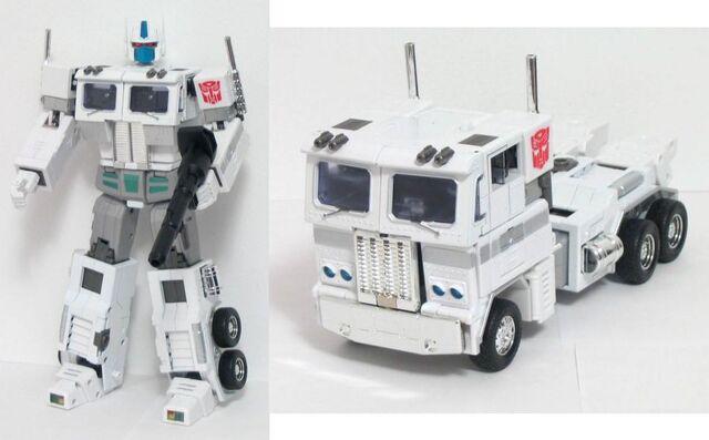 File:Masterpiece UltraMagnus toy.jpg