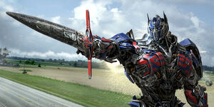 Optimus still -2 (Sword pointing)