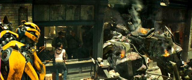 File:Movie Mikaela Bumblebee deadBrawl.jpg