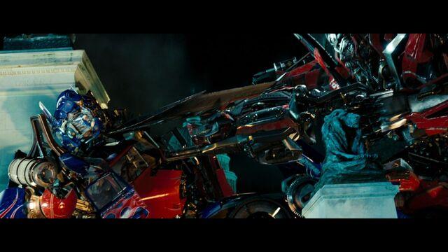 File:Dotm-optimusprime-film-sentinelprime-threatened.jpg