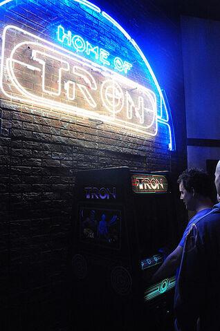 File:Flynn's Arcade.jpg