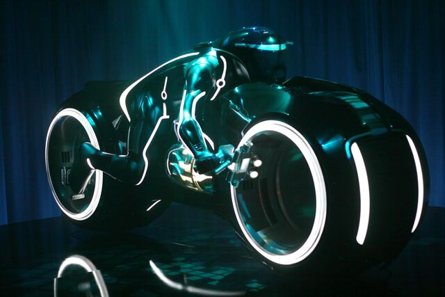 File:Tron legacy light cycle 204961 20090725.jpg