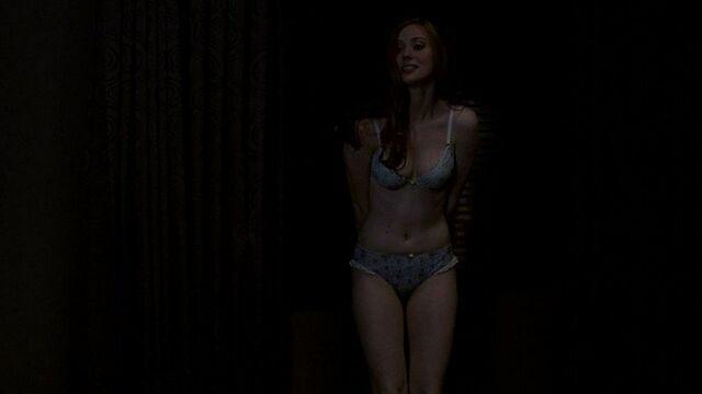 File:La-bellissima-deborah-ann-woll-in-una-scena-dell-episodio-release-me-della-serie-tv-true-blood-126346.jpg