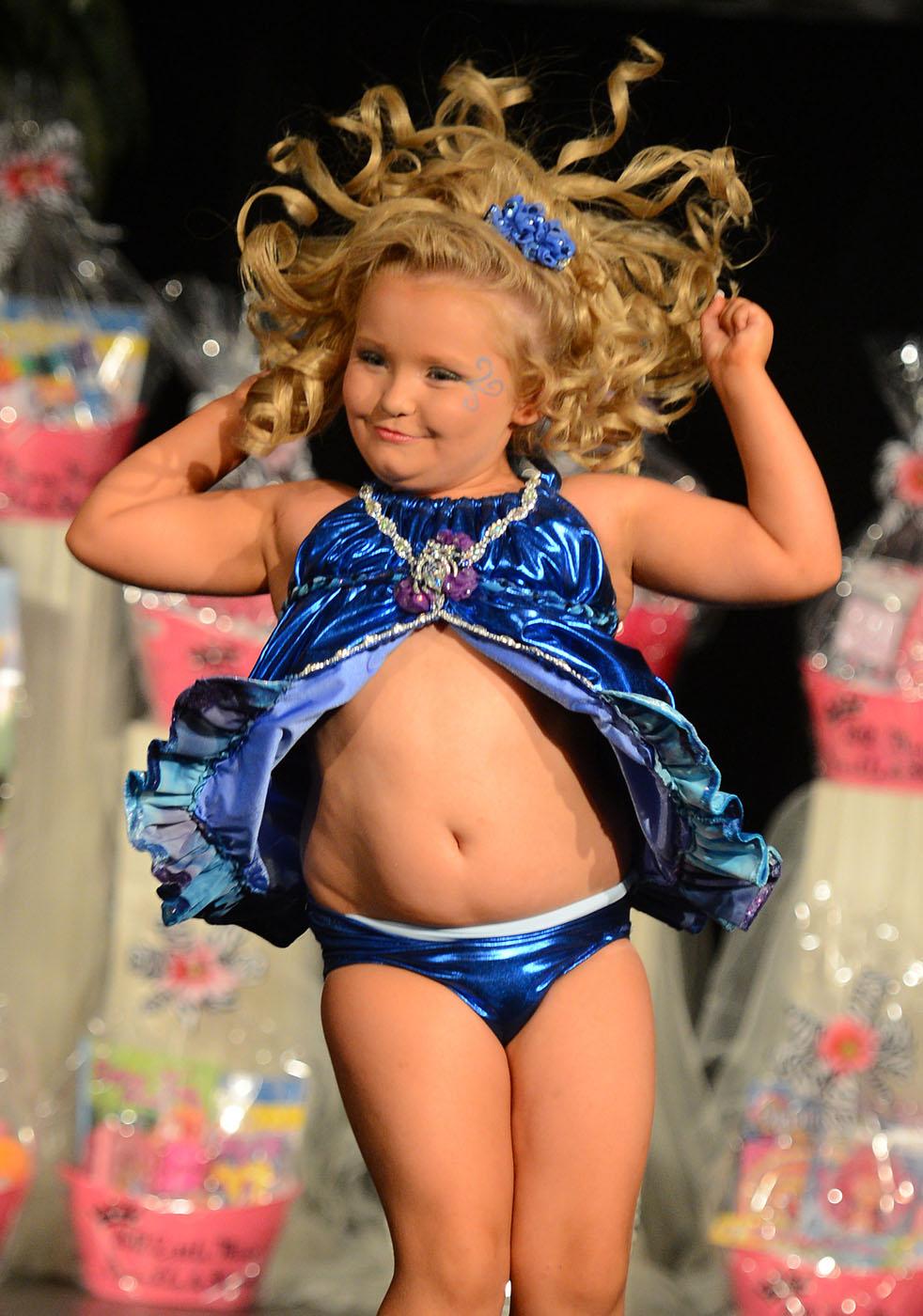 Смотреть онлайн порно маленькой девочки 14 фотография