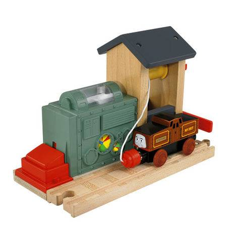 File:WoodenRailwayBatteryChargingStation.jpg