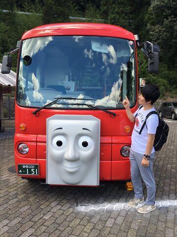 File:MitsuhiroSakamakiwithOigawaRailway'sBertie.jpg