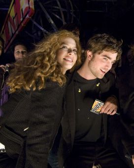 File:Robert-pattinson-rachelle-lefevre.jpg