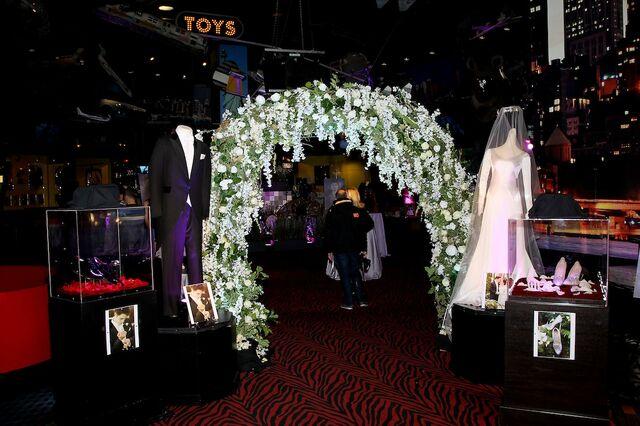 File:Wedding props.JPG