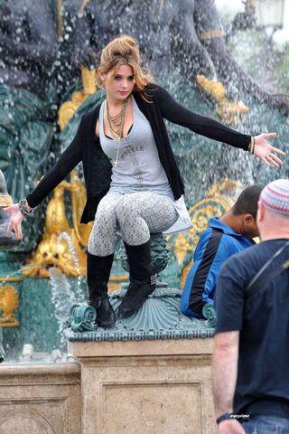 File:Ashley at Paris.jpg