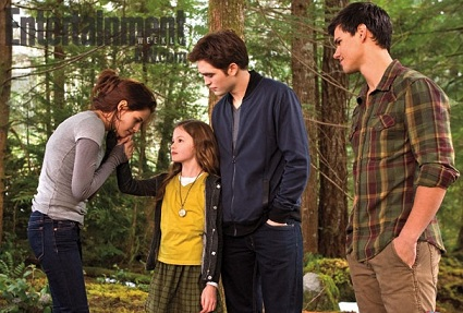 File:Renesmee Cullen, Jacob Black, Edward Cullen and Bella Swan when Renesmee Cullen use Tactile thought projection to give Bella Swan a mind in breaking dawn part 2..jpg