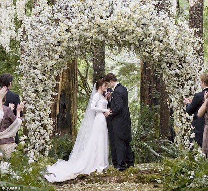 File:Bella and Edward's wedding pic 1.jpg
