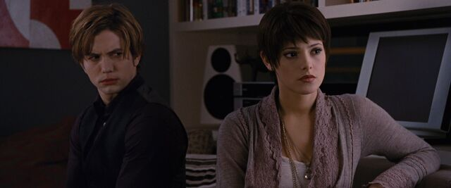 File:Alice-Cullen-in-Breaking-Dawn-part-1-twilight-series-33647653-1920-800.jpg