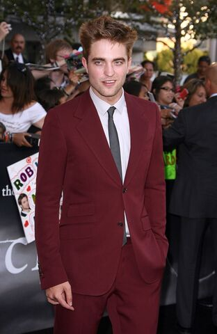 File:Robert-Pattinson-Eclipse-premiere-la009.jpg