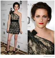 Kristen-stewart-valentino-resort-2011-one-shoulder-lace-dress-black-nude