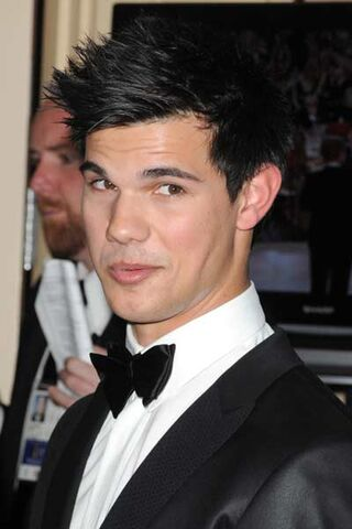 File:Lautner-headshot.jpg