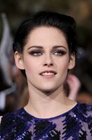 Kristen-stewart-breaking-dawn-premiere-red-carpet-11142011-73-430x655