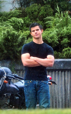 File:Eclipse jacob black taylor on set.jpg