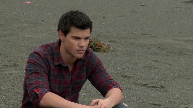 File:Behind-the-scenes-jacob-black-26508332-1920-1080.jpg