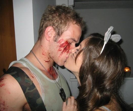 File:Kellan-kissing-ashley-greene.jpg