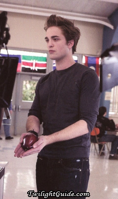 File:Edward-cullen-apple.jpg