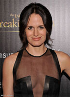 Elizabeth-Reaser-Black-Dress-Twilight-Saga-Breaking-Dawn-Part-2-02