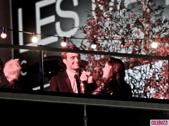 File:5Robert-Pattinson-and-Kristen-Stewart-Kissing-052312-580x435.jpg