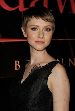 Breaking-dawn-cast-red-carpet-Actress Valorie Curry