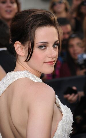 File:Kristen stewart at eclipse premire.jpg