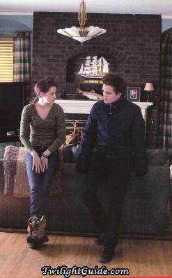File:Bella-edward-couch.jpg