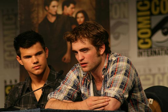 File:Pattinson taylor comic con2009-1.jpg