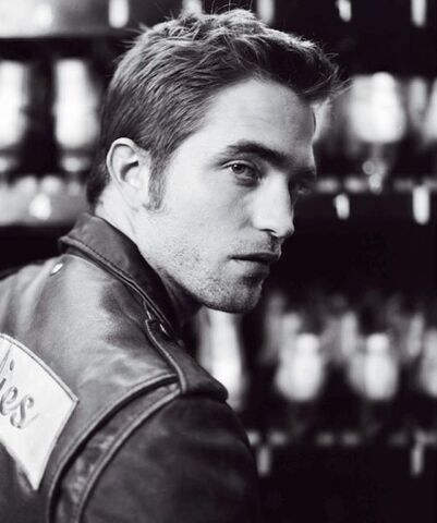 File:Robert-pattinson-blackbook-0912- (3).jpg