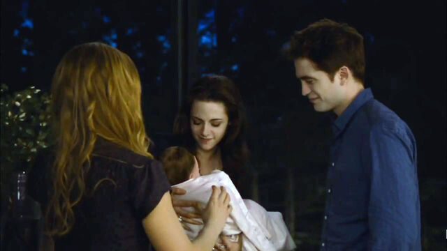 File:Twilight-breaking-dawn-2-edward-bella-baby-images.jpg