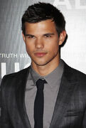 Taylor-lautner-sydney-abduction-premiere-11
