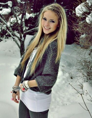 File:Blonde Haired Girl.jpg