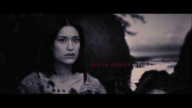 File:Julia Jones as Leah Clearwater.jpg