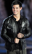 Taylor lautner scream awards 18