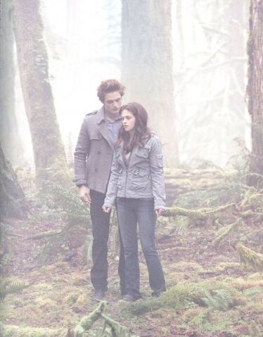 File:Twilight Bella and Edward.jpg
