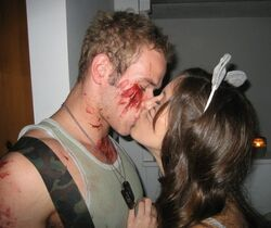 Kellan-lutz-kissing-ashley-greene