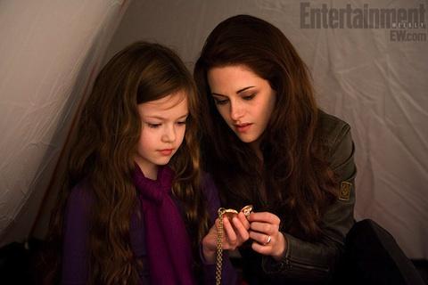 File:Renesmee's locket.jpg