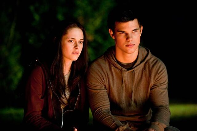 File:Bella and Jacob in Ecilpse.jpg