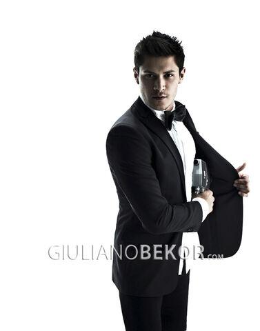 File:Giulianobekor-alexmeraz4.jpg