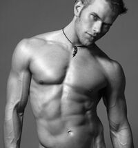 Kellan-lutz-emmett-and-kellan-obsession-6658840-435-600