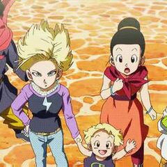 Android 18 next to Marron, Hercule, Chi-Chi and Dende