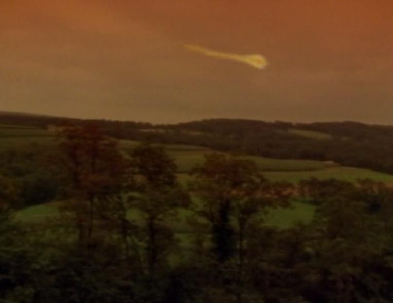 Kecksburg ufo1 object streak across sky