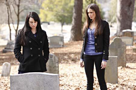 File:Elena and Isobel @ grave.jpg