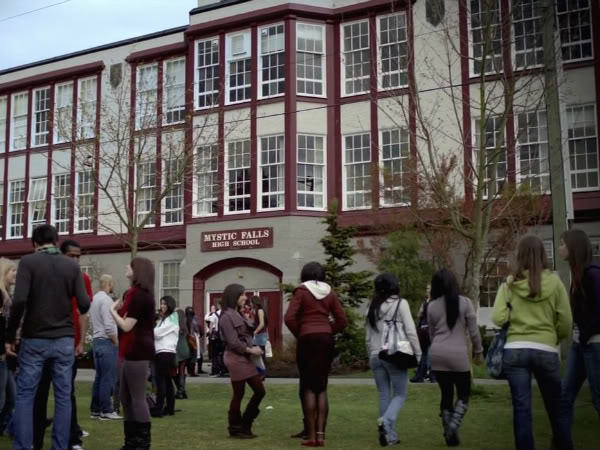 File:Mystic falls high 01.jpg