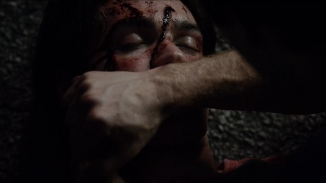 File:Damon healing Jeremy TVD 5x01.png