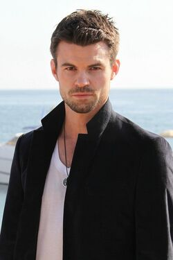 Daniel-Saving-Hope-Photocall-MIPCOM-2012-October-08-2012-daniel-gillies-32809184-533-800